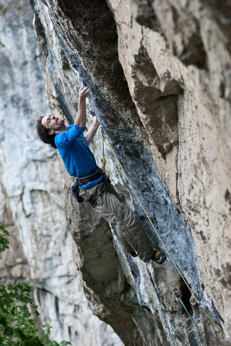 Micu Bogdan(Pti) pushing in Explica-mi! 8a+